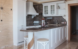 Кухня с бар плот