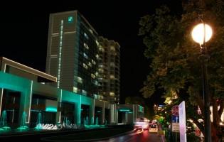 Нощна визия на сградата