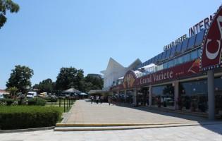 Фасадата на казино преди рекунструкцията